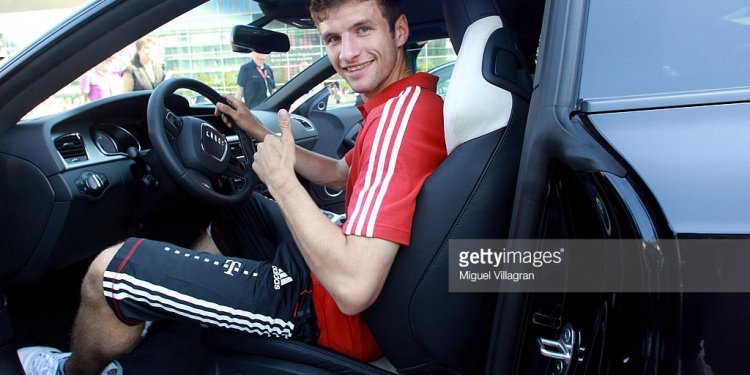 Thomas Mueller of Bayern poses