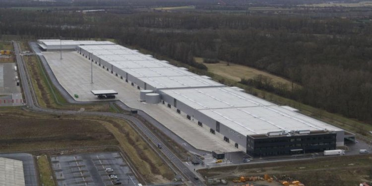 Mercedes revamps supply chain