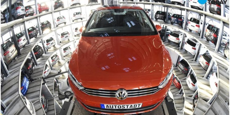 VW surpasses Toyota as world s