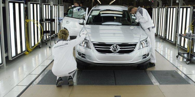 Weak Ruble Drives Russian Car